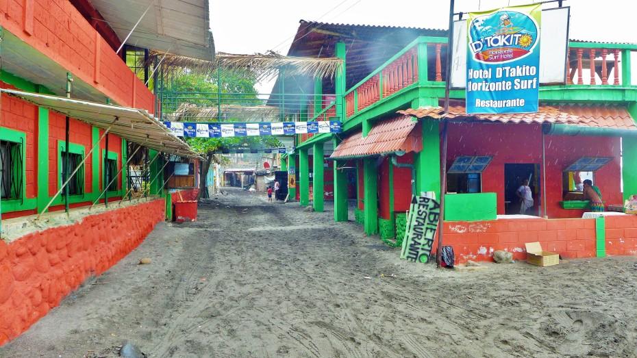 main street El Zonte