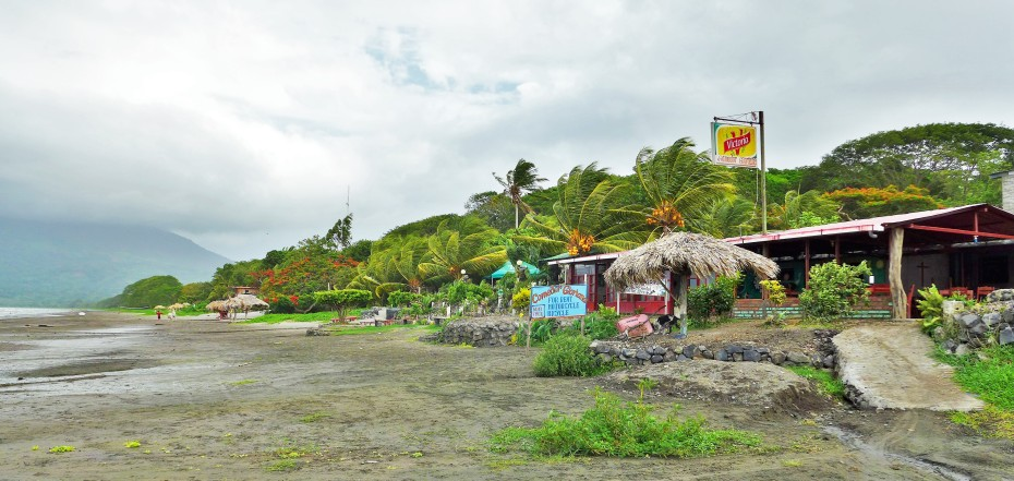 restaurants along Santo Domingo beach