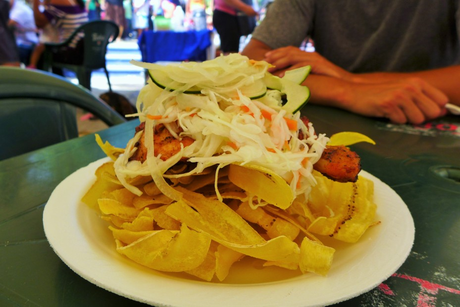 fried plantains, chicken, cabbage salad.... tipico Nica cousine