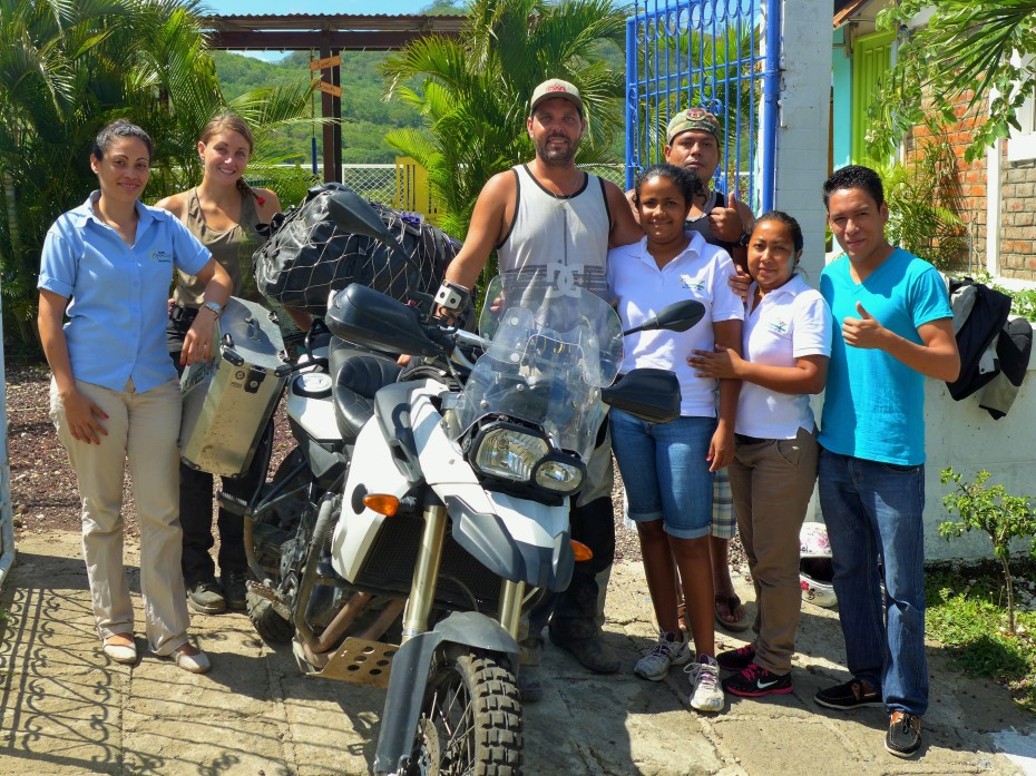 saying goodbye to our new friends of San Juan del Sur