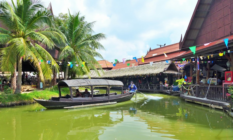 boat trips around the market