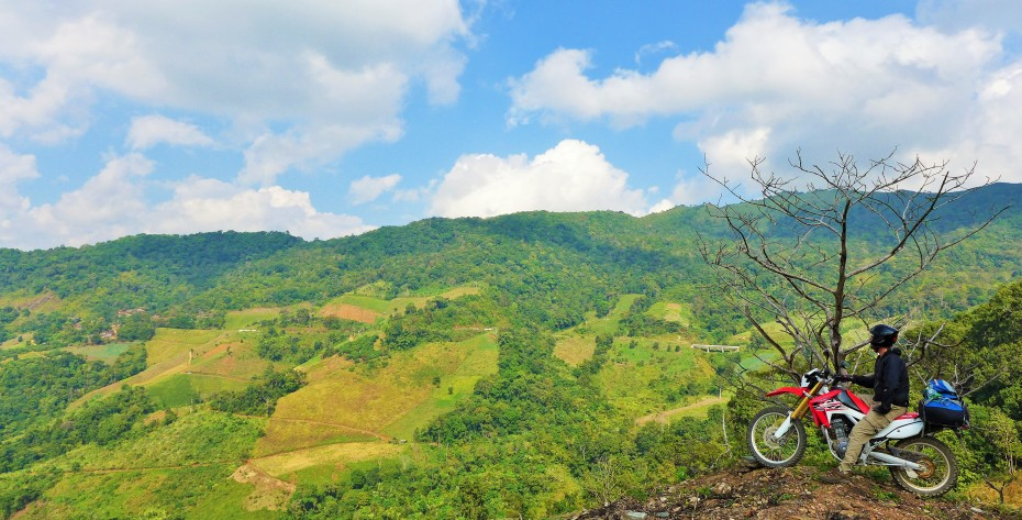 stunning mountain scenery as we twist our way through the hills towards Phu Chi Fa