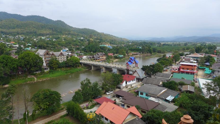 Tha Ton sits along the edge of the river Kok