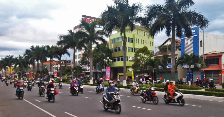 Main drag Da Nang Vietnam, land of the 2 wheel transports.