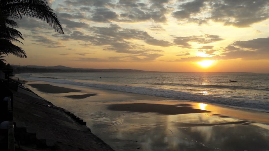 A sunrise in Mui Ne is a sunset back home in Canada. Always beautiful wherever you are.